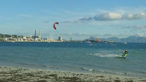 4 vent du sudouest à Majorque apprendre le kitesurf en juillet à Pollensa