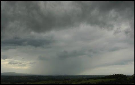 nimbostratus rainy cloud kite lessons in April Mallorca avoid kiting in bad weather