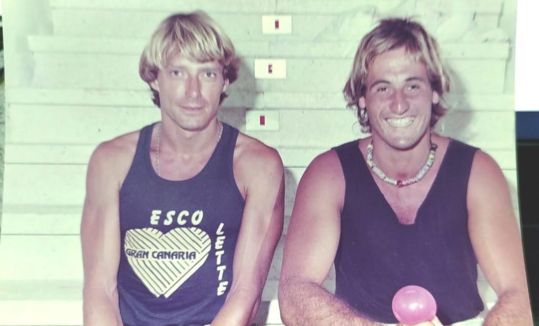 yo y el hermano de Pituli, Quique, no hace falta decir que era otro surfero ... se nos ve la pinta, no?