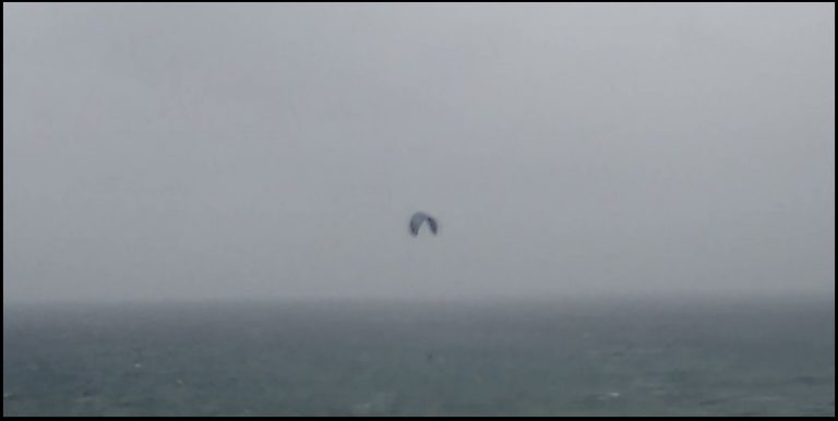 1 kitesurf-in-Mallorca-raining-and-with-cold