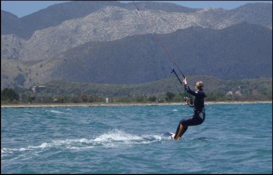 11 pasando por delante de nuestro kitespot caroline kiting en Mallorca