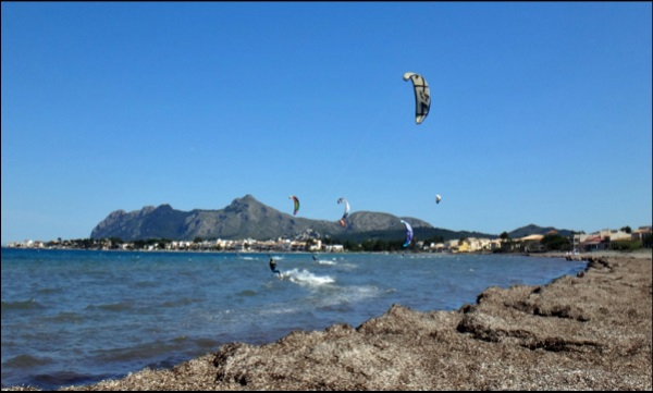 2 Kitesurf dans la baie de Pollença, Majorque en septembre
