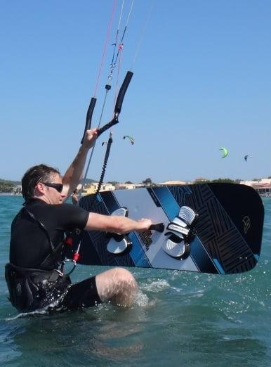 2 Vorbereitung der ersten Kitesurfing Wasserstart
