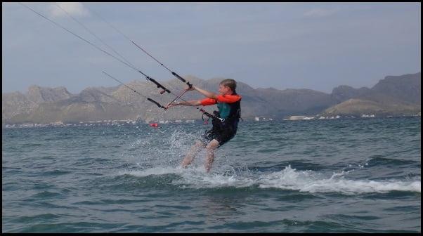 4 Damian erhält Kitesurf-unterricht im Mai