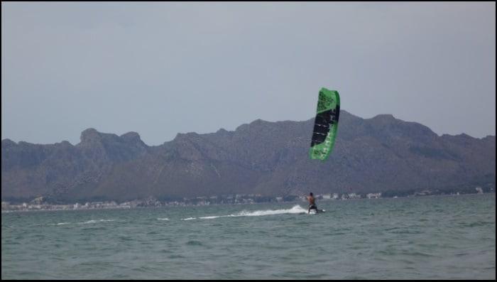 En el caso de esta entrada a nuestro kite blog curso de kite en mallorca en Agosto