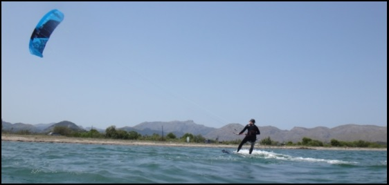 5 Bernard prennent leçons de kite a Majorque avec Flysurfer matos www kitesurfingmallorca com