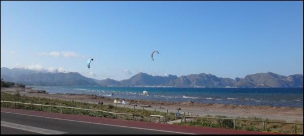 5 Dans la plage de Sa Marina a commencé l'action course de kite en Juillet a Majorque