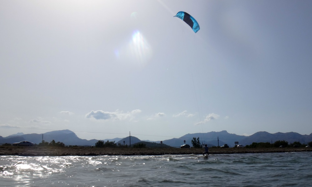 5 June kitesurfing lessons mallorca Oriol on his 3 hours kite course