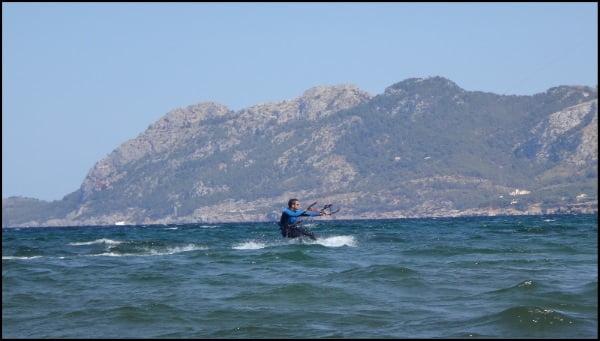 bases del curso de kitesurf en mallorca con kitesurfingmallorca escuela de kite en Alcudia