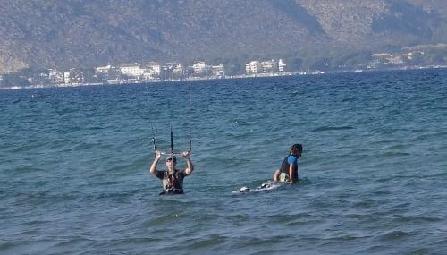 1 preparando el waterstart Carlos kitesurfing mallorca escuela de kite