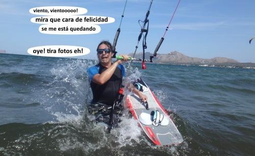 1 un Sergio exultante tira pa el agua kitesurfen mallorca