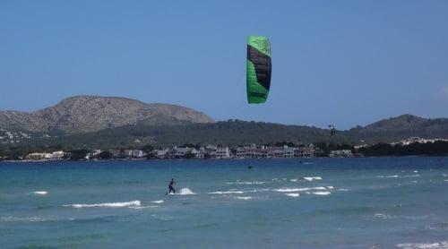12-giro-y-hacia-la-derecha-Christian-clases-de-kitesurf-en-Pollensa-Agosto
