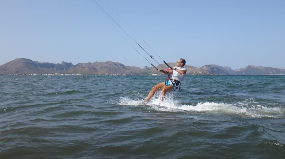 2-Gewinnt-Geschwindigkeit-Kiteschule-Mallorca-Training
