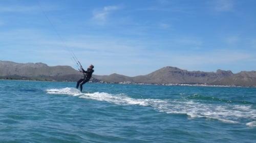 3 se va alejando Mallorca kiteschool en Alcudia