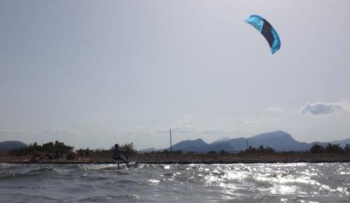 4 kitesurfing near the beach Mallorca Alcudia