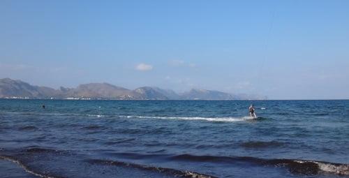 6 über dem Tisch Kitesurf Kurs in Alcudia im Mai