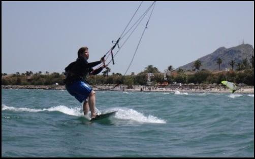 6 Las clases y cursos de Asociación Aprende a Navegar levantarse en la tabla