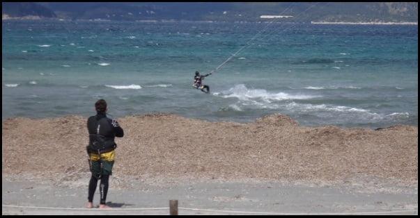 9-quelqu'un-devrait-regarder-vous-tandis que vous practiquez le kitesurf
