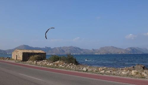 Carlos in the distance kite course Pollensa kite mallorca