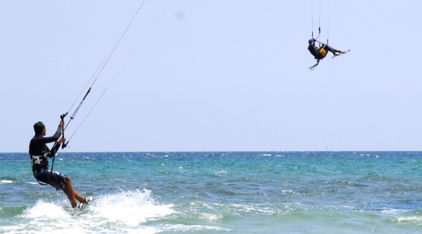 kitesurfing-mallorca-kitejump saltando en Pollensa