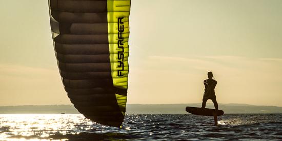 2 aprender kitesurf con kite foils de Flysurfer en Mallorca