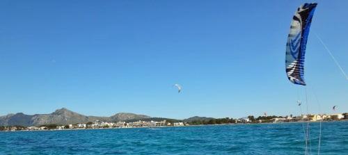 6 apprendre kite a Majorque avec le-dernier-thermique-de-l'année-et-flysurfer-kite-foils