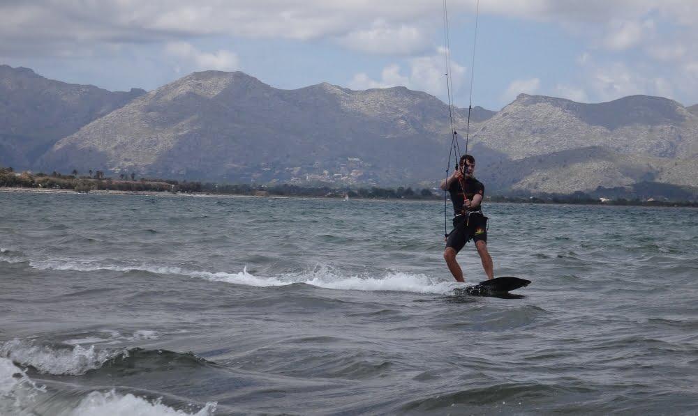 3 curso de kite aprendiz en Mallorca Alcudia en Agosto