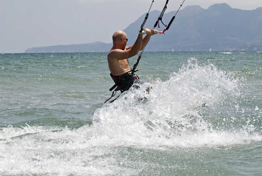 4 despues del amerizaje continua navegando mallorca escuela de kitesurf