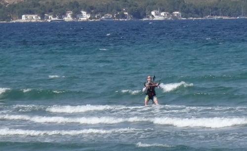 5 tres dias de curso de kitesurf y Steve navega fluentemente