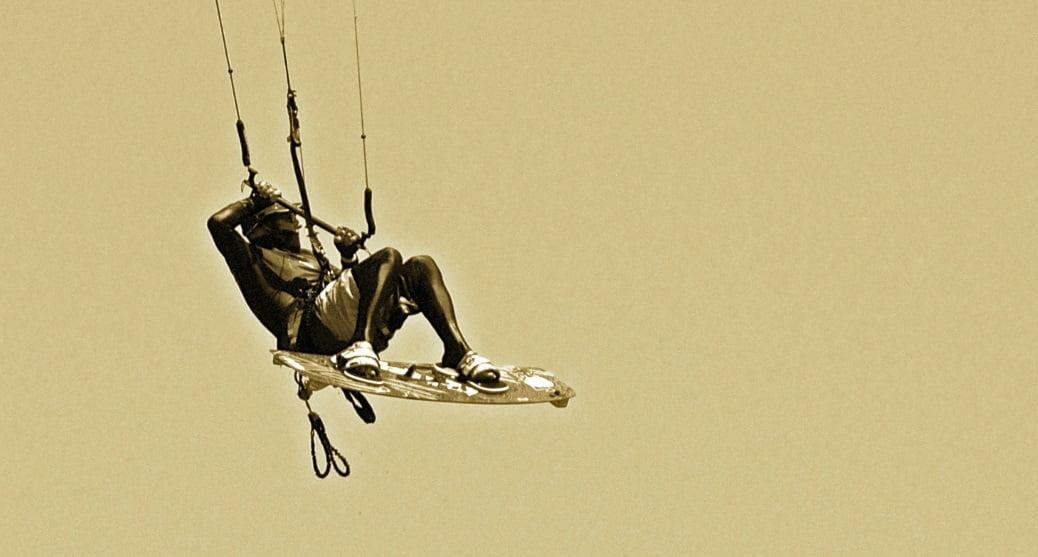 aprende kitesurf en mallorca con kitesurfing mallorca escuela de kite