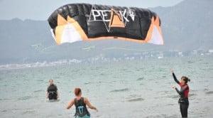mallorca kite blog kite tension artificial escuela kite Can Pastilla en Agosto