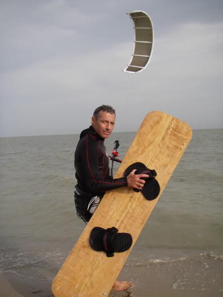 2-la-tabla-de-madera-kitesurfen-alcudia-mallorca