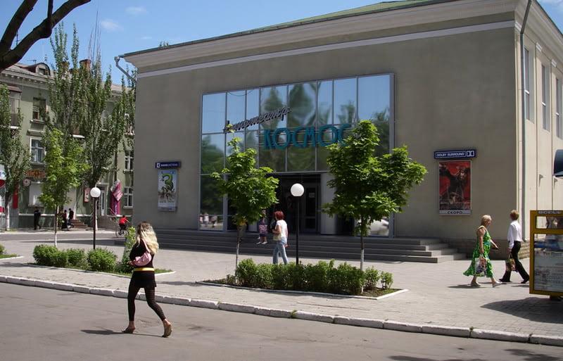 43-el edificio del nuevo cine en Berdyansk