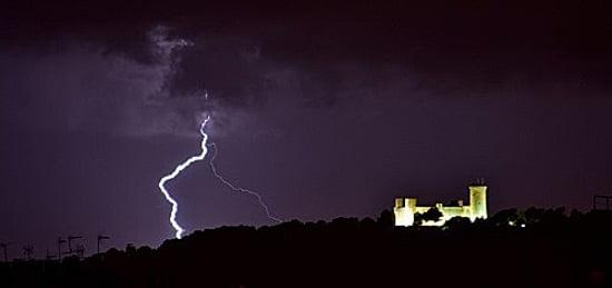 8 rayo sobre el castillo de Bellver