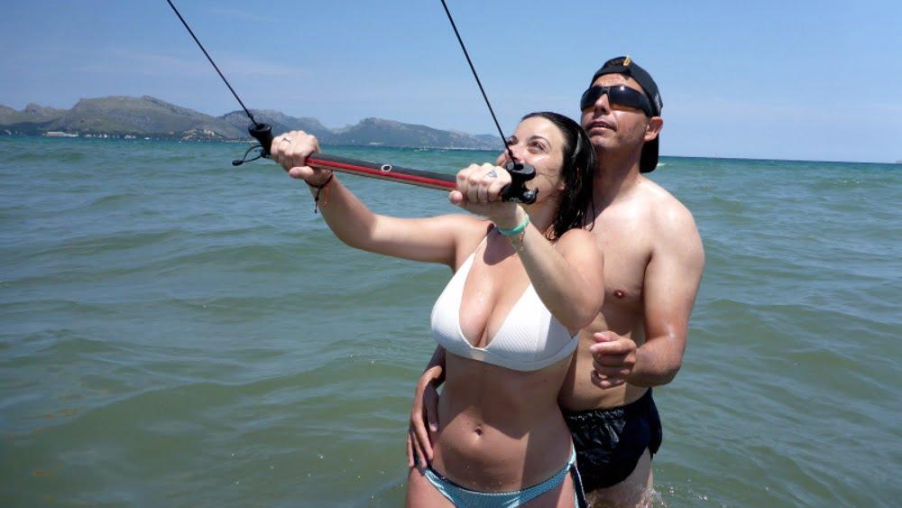 tras un par de consejillos sigue la clase de kite en Pollensa