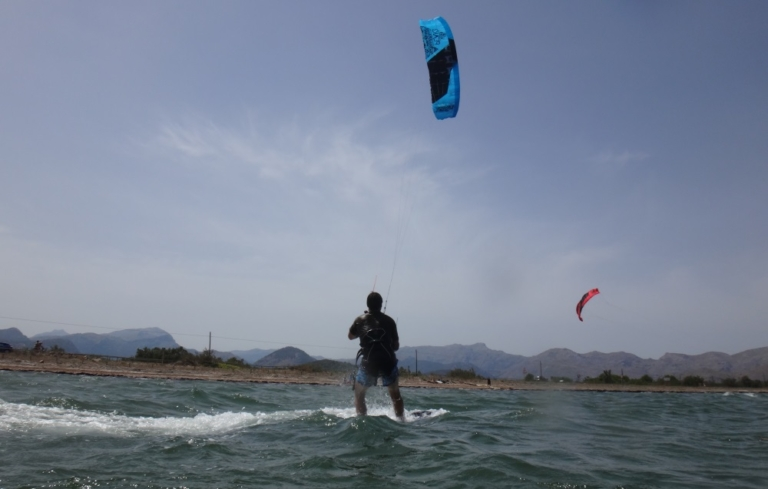 4 first kitesurfing meters in Pollensa bay