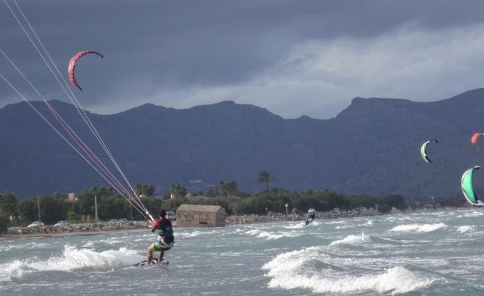 12 navegando hacia mar adentro - kitesurf en Pollensa