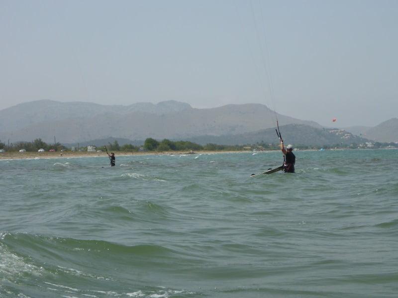 1 los dos navegantes entrando en las poco ventosas aguas de la bahia de Pollensa