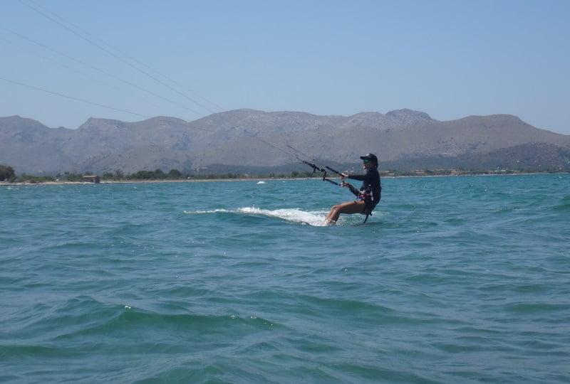 14-kitesurfing-lessons-Mallorca-www-kitesurfingmallorca-com-kitespot-mallorca-Alcudia-in-August