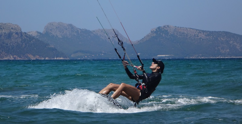 19-kitesurfing-lessons-Mallorca-in-August-switch-direction-Mallorca-wind