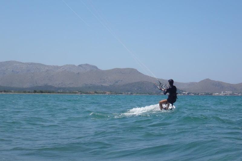 23-kitesurfing-lessons-Mallorca-cursos-de-kite-en-Palma-Alcudia-y-Pollensa-en-Agosto