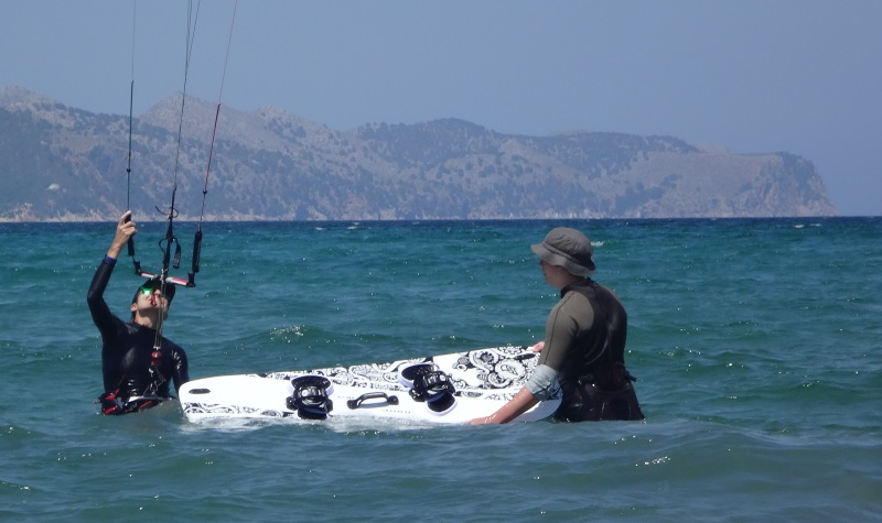 3-kitesurfing-lessons-Mallorca-with-a-little-help-from-our-friends