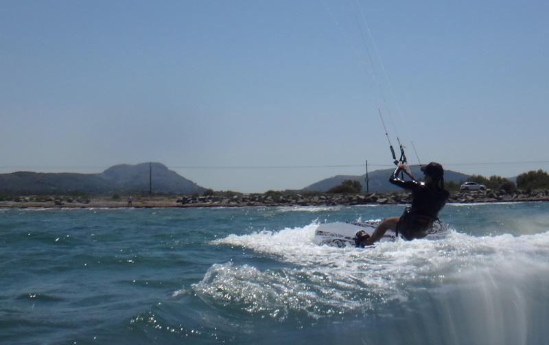 4-kitesurfing-lessons-Mallorca-and-there-we-go-Mariona-waterstart
