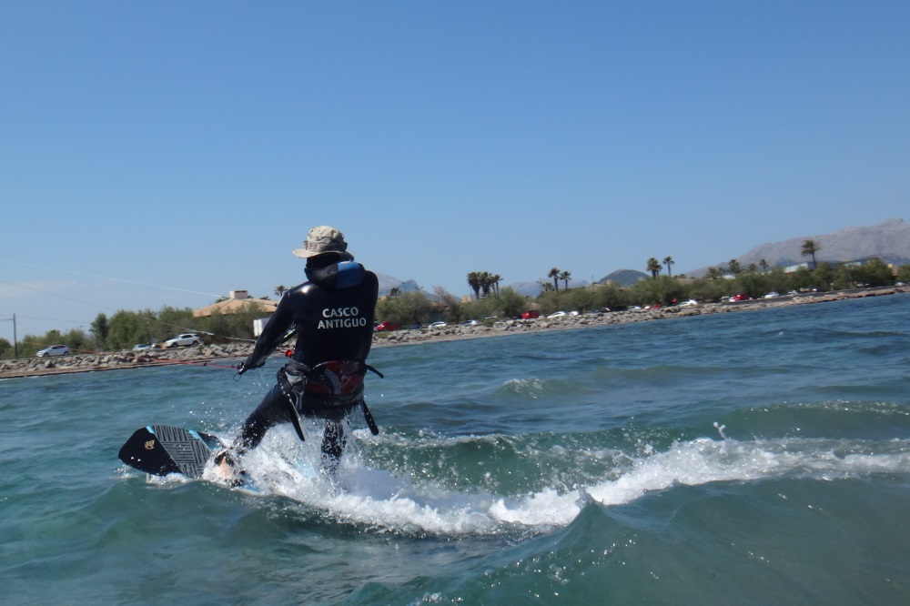 2-Ron-waterstart-kite-lessons-in-Mallorca-www-kitesurfing mallorca-com-learn-kite-in-2-days