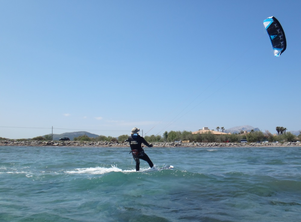 5-kitesurfing-school-in-Mallorca-in-May-www-edmkpollensa-com-Ronald-coming-back