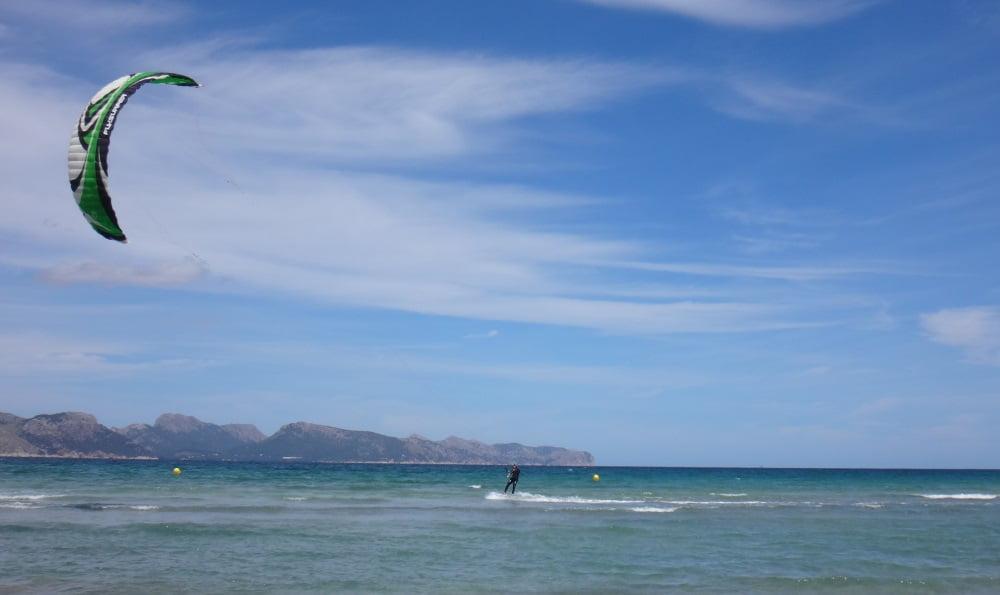1-Mitch-se-va-kitesurf en-Mallorca, poco viento