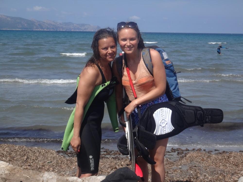 11-Sofie-et-Kristina-kite-course-a-Majorque-www-kitesurfingmallorca-com