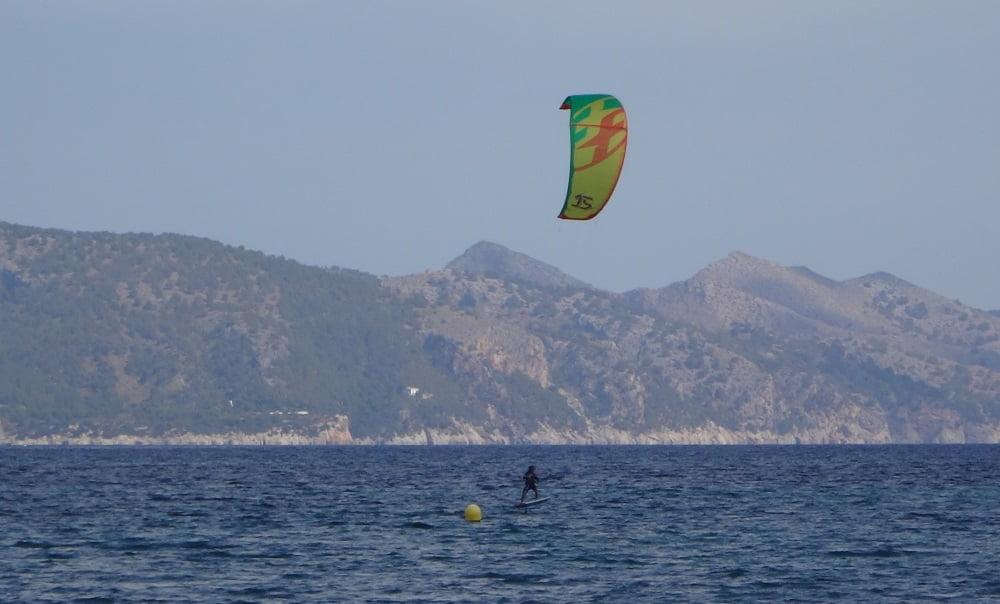 11-buajjj-tiene-que-estar-flipando-kitesurfing en-mallorca-kiteblog