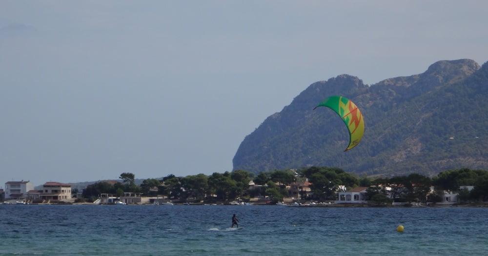 12-esta-volviendo-a-la-orilla-kitesurf en-mallorca-kiteblog