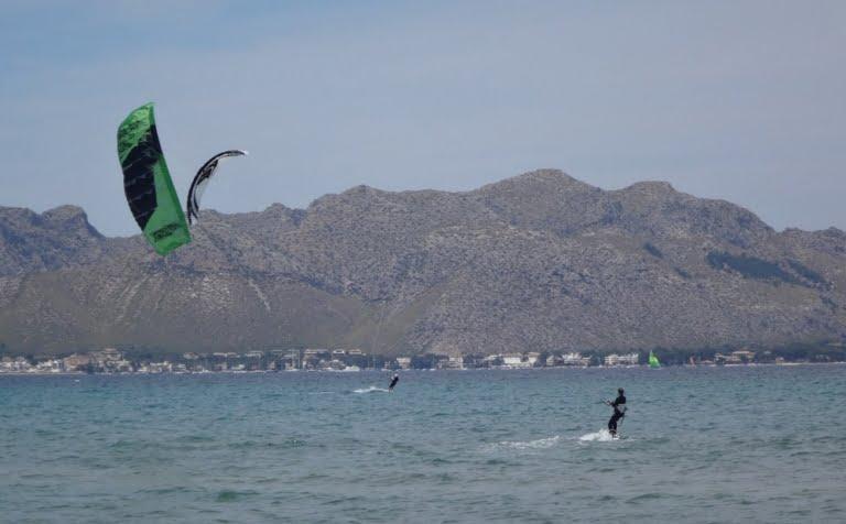 2-le-kite-spot-a-Majorque-Flysurfer-Peak-12-mts-www-kitesurfingmallorca-com-768x476